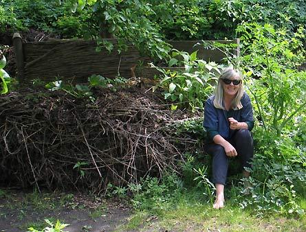 Komposthaufen von 2006 im Mai 2007