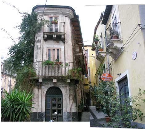rechts das Globetrotter-Hotel in-Catania