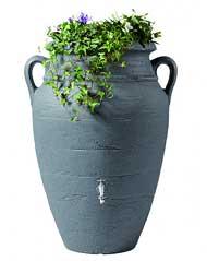 regenwasser aus der regentonne schont die pflanzen und spart geld. Black Bedroom Furniture Sets. Home Design Ideas