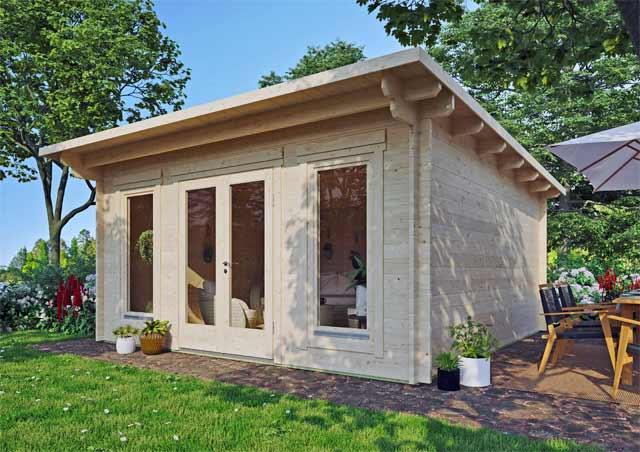 modernes Gartenhaus mit fast bodentiefen Fenstern